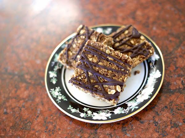 Quinoa Chocolate Drizzle Bars (No Bake)