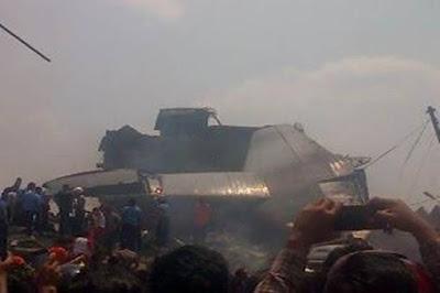 Pesawat Hercules Jatuh di Medan - Korban Hercules Jatuh Mulai Masuk ke RS Adam Malik