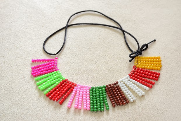 http://lc.pandahall.com/articles/1225-how-to-make-a-colorful-glass-bead-necklace-using-one-basic-beading-skill.html