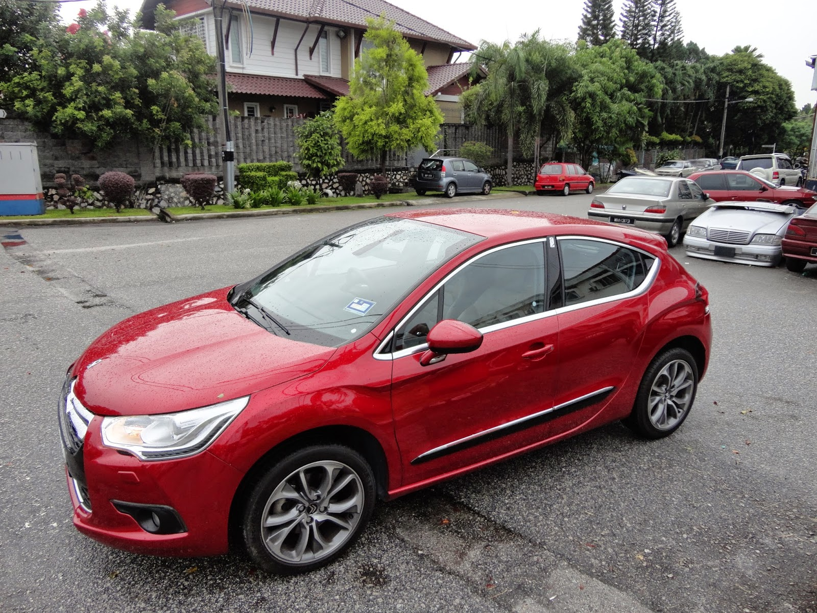 motoring malaysia review citroen ds4 1 6 thp the high riding coupe hatchback. Black Bedroom Furniture Sets. Home Design Ideas