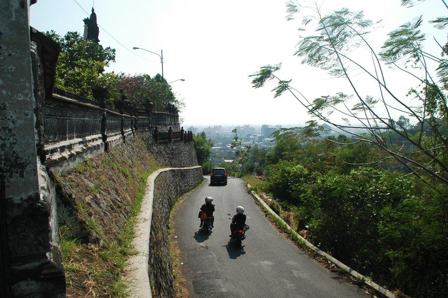 Hasil gambar untuk pemandangan dari pura giri natha semarang