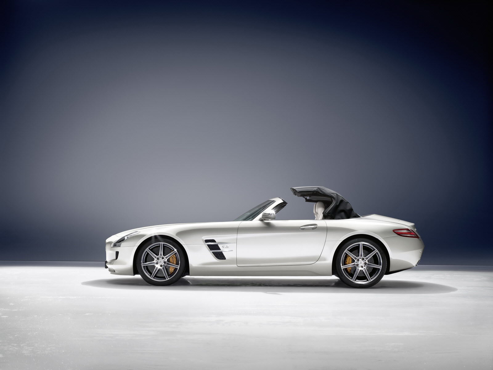 New Mercedes Benz SLS AMG Roadster Open sensuality roadster