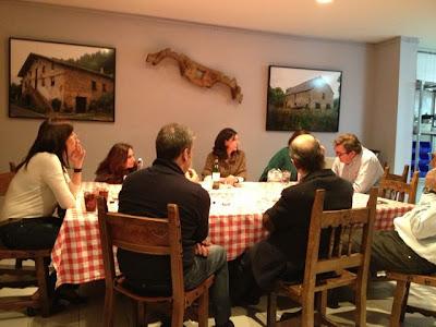 Cena en el Hogar vasco. Blog Esteban Capdevila