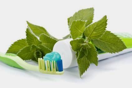 comment blanchir ses dents avec un dentifrice maison