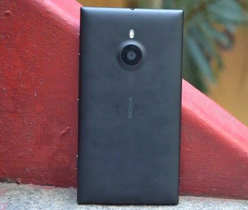 Parte traseira do smartphone da Nokia Lumia 1520