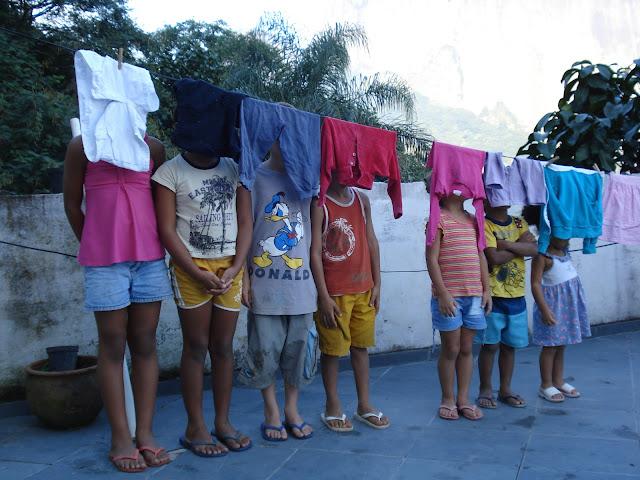 Crianças na favela da Rocinha, no Rio de Janeiro/Foto: Marcelo Migliaccio