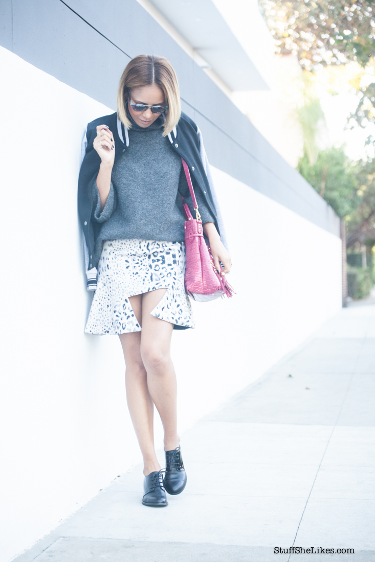 chunky sweater, style stalker skirt, Los Angeles Blogger, Fashion Blogger, Best Fashion bloggers, Top Fashion Bloggers, black fashion Blogger, ethniv fashion blogger, blonde fashion blogger, short hair, bucket bag