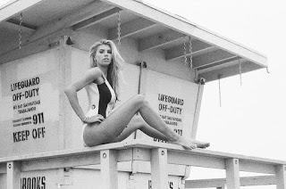 عارضة الأزياء شارلوت ماكيني في صور لمجلة Galore 2015