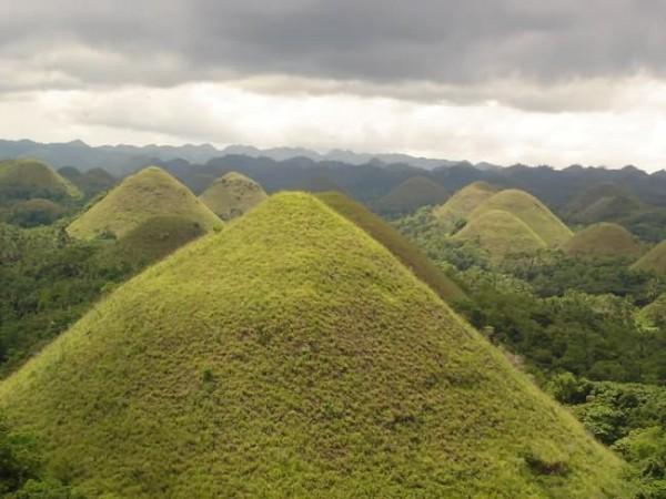 أماكن ساحرة نحتتها الطبيعة Chocolate-Hills-The-
