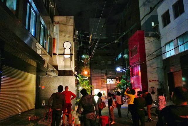 British Street Artist Stik paints a new street piece on the streets of Osaka, Japan. 7