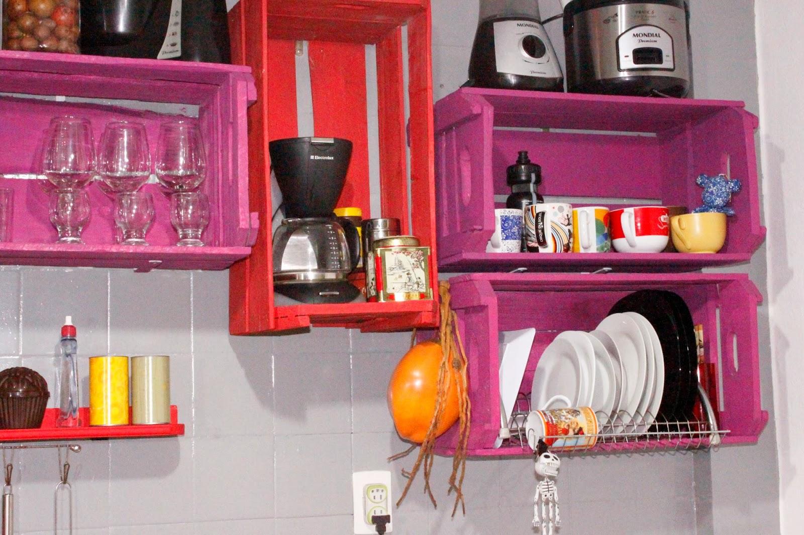 dicas simples de decoracao de interiores:Escorredor de pratos na parede: Liberando a bancada!! + Pesquisa de