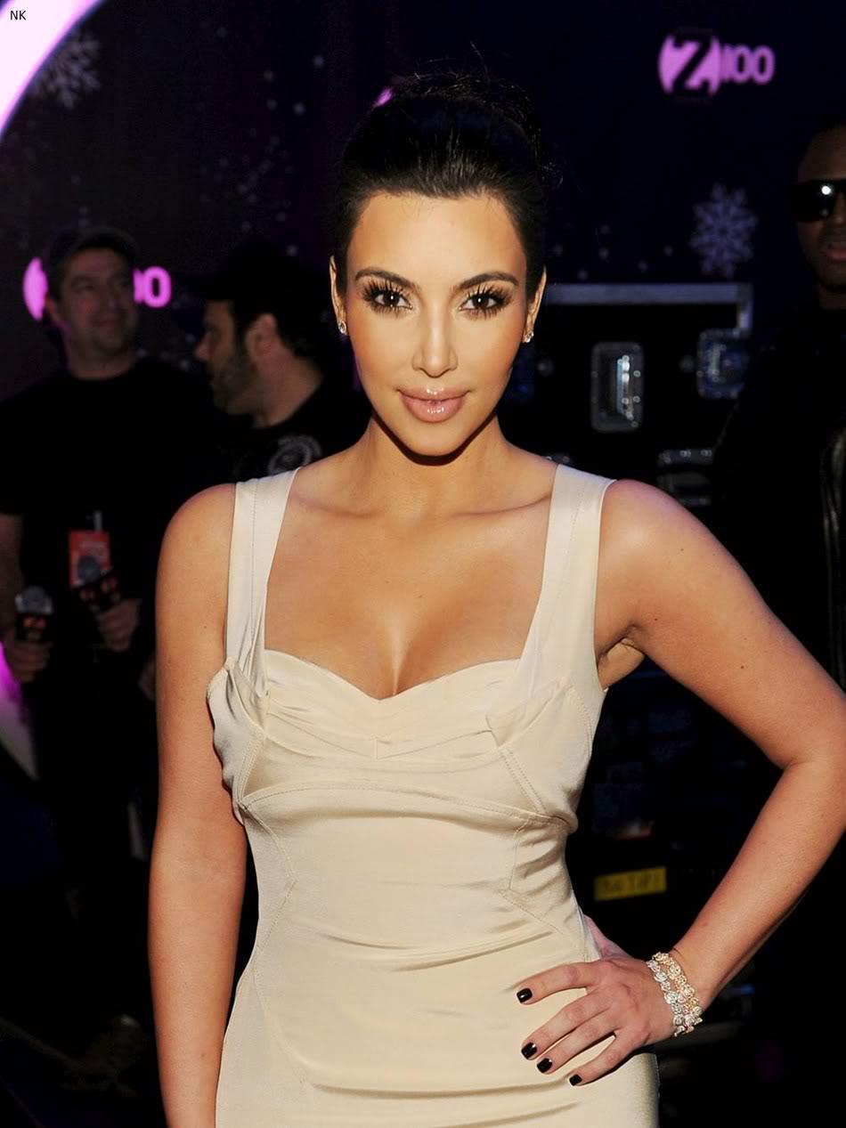http://4.bp.blogspot.com/-XBF3NeT9jBE/TbS5FHAdoGI/AAAAAAAADv0/f4_eBJ8-aBI/s1600/kim_kardashian_dress%2B%25283%2529.jpg