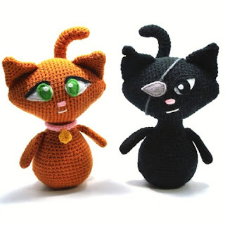 Вязаные игрушки коты и кошки