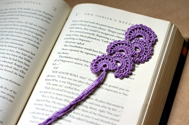 Crochet lace bookmark - fan