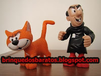 Bonecos do gato Cruel e do Gargamel dos Smurfs