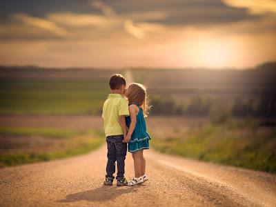 fotos de besos de niños