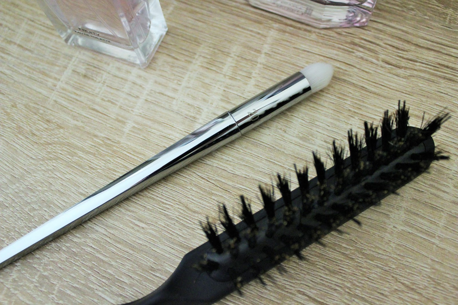 Real Techniques Bold Metals Pointed Crease Brush, Babyliss Teasing Brush