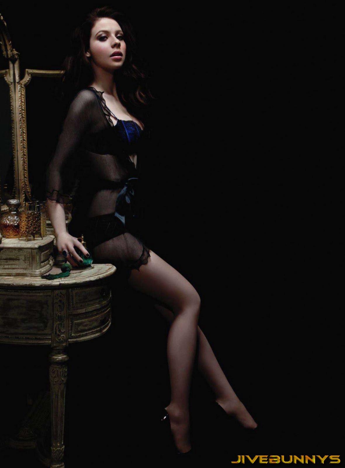 http://4.bp.blogspot.com/-XCRNJ0RfFaI/Tab1gC_4TiI/AAAAAAAACII/j0bpg64t_og/s1600/Michelle-Trachtenberg-Maxim-107014.jpg