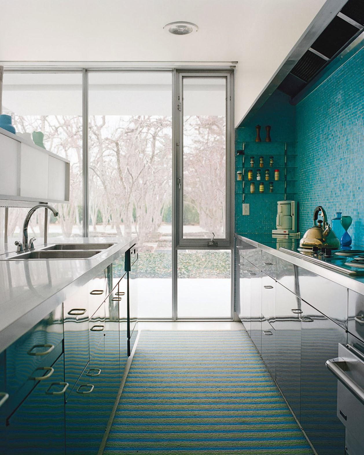 Küche in kühlem Blaugrün-Design - sauberes Gefühl zum Kochen im Miller House