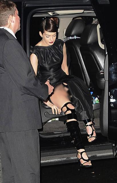 Hot,Foto Anne Hathaway Tidak Memakai Celana Dalam