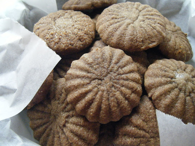 grandma hutchinson's molasses cookies