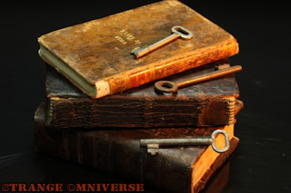 Ανεπιφύλακτα  - Σελίδα 16 Literature-old-books-knowledge-old-key_3205841_001