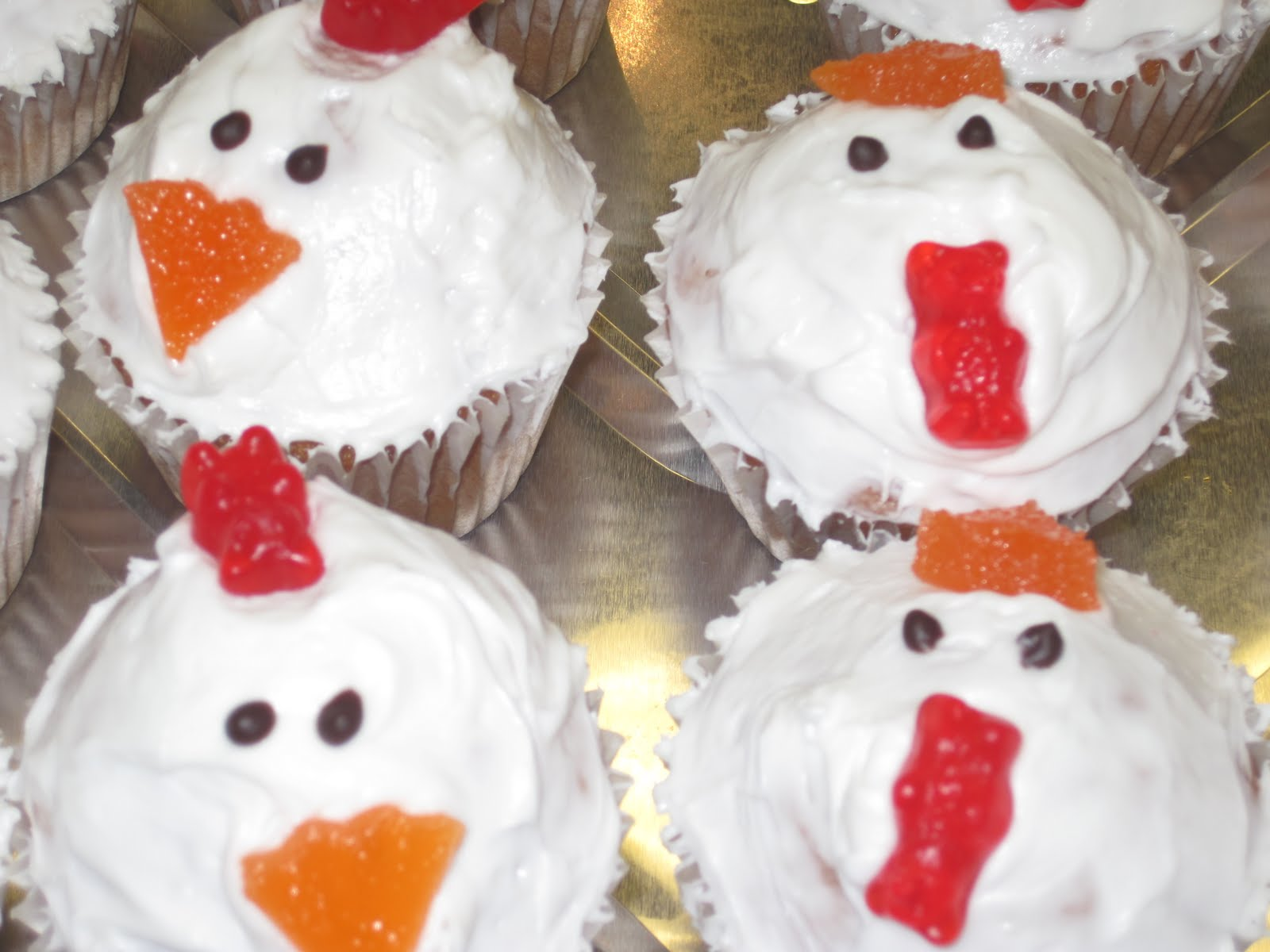 Mmm by e farm animal cupcakes