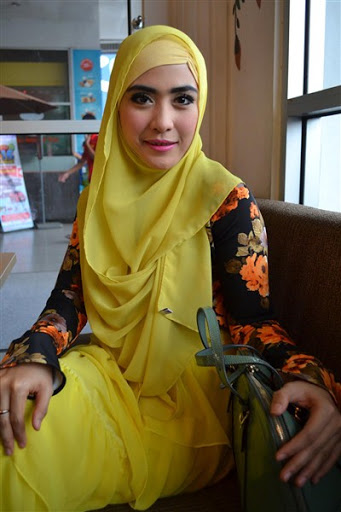 trend model gaya hijab ala april jasmine terbaru 2017/2018