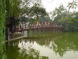 Bridge Hoan Kiem Lake, Hanoi, Vietnam