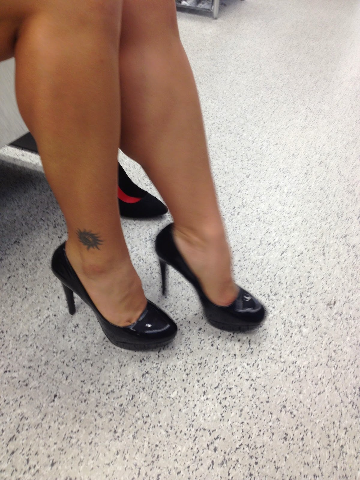 Ladies Candid Muscular Calves: LadyG muscular calves and