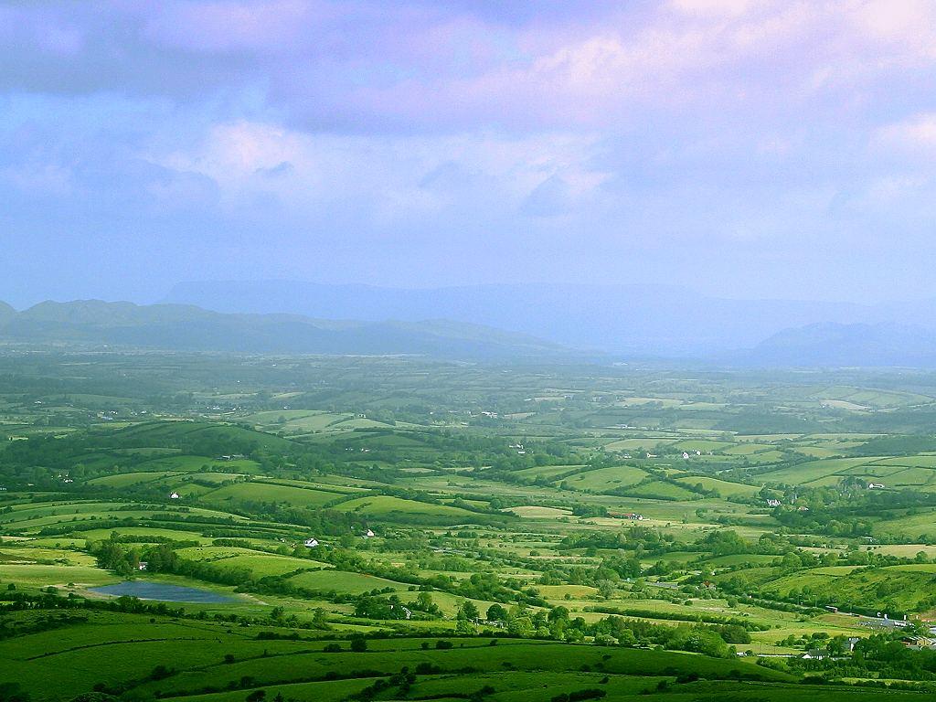 http://4.bp.blogspot.com/-XDdYPnYWXKs/Tie7DgdcwWI/AAAAAAAACXc/GpA0t72WyZ0/s1600/ireland-landscape.jpg