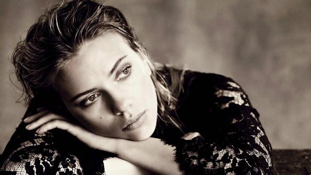Blanco y Negro de Scarlett Johansson