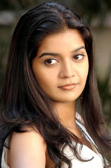 Hot and cute desi girls photo indianudesi.com