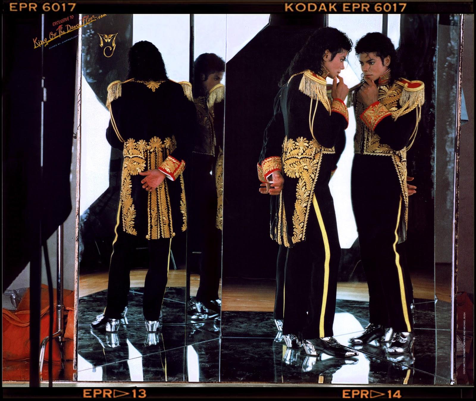 http://4.bp.blogspot.com/-XDqusKC4eB4/UM8N94r79jI/AAAAAAAAD14/YDJihg6_l8I/s1600/MichaelJackson-by-Annie-Leibovitz-1989-Photoshoots-HQ.jpg
