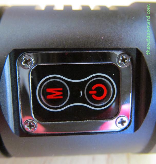 Sunwayman D40A [4xAA Flashlight] - Closeup Of Buttons