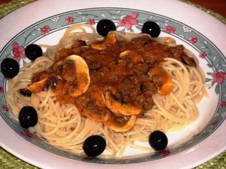 Espaguetis con Salsa Putanesca