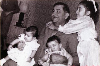 kareena kapoor childhood pic with his father