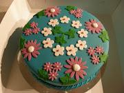 Mijn eerste taart. Wat is dat leuk om te doen, heel wat anders dan schrijven .