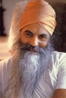 Los siete pasos de Yogui Bhajan hacia la felicidad