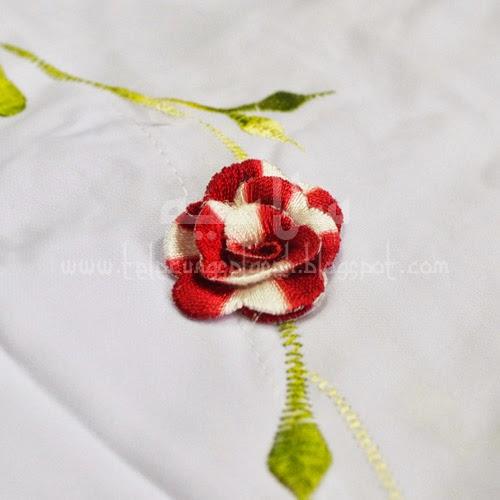 Telekung Vietnam bunga merah tua-putih / daun hijau-kuning sulam bunga timbul