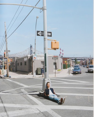 masters of photography : Stephen Shore : photo of guy sitting on column