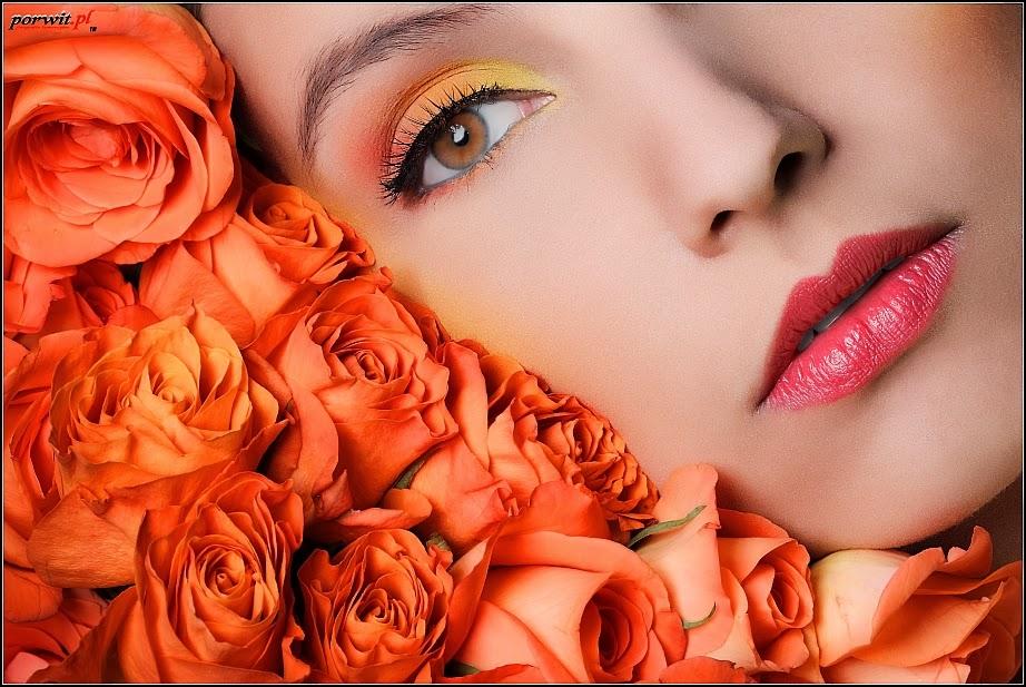 [102.] Sesja beauty z bukietem kwiatów.