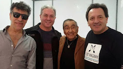 Los Mackay juntoal Mono Izaurralde y Jaime Torres