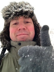 Snowy thumbs up