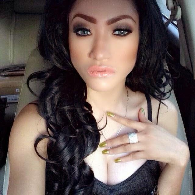 Foto Selfie Amel Alvi Model Cantik