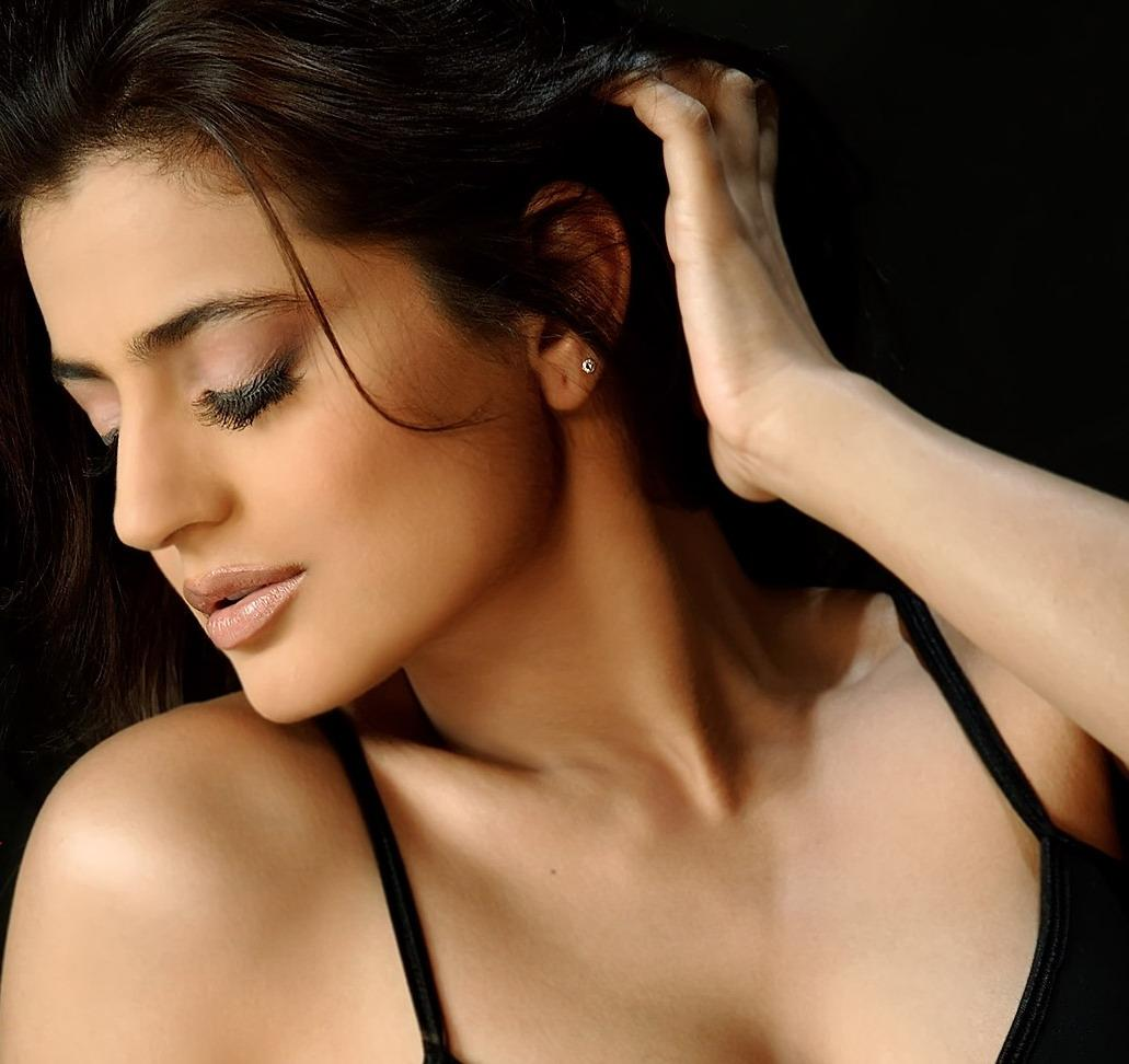 Amisha patel hot and naked wallpapers free download