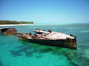 The wreck that greets visitors on their approach to the island. (heron island )