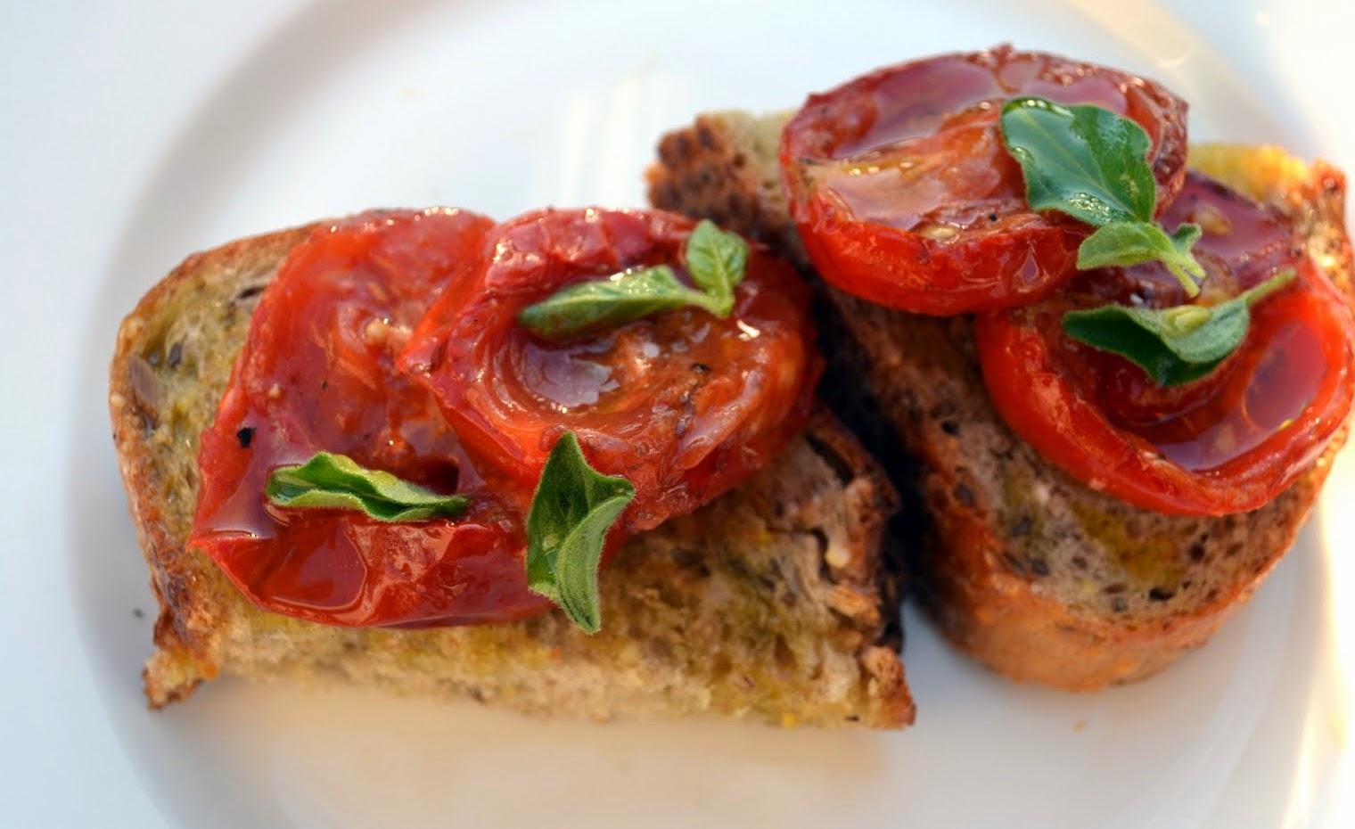 Bruschetta de Tomate Assado