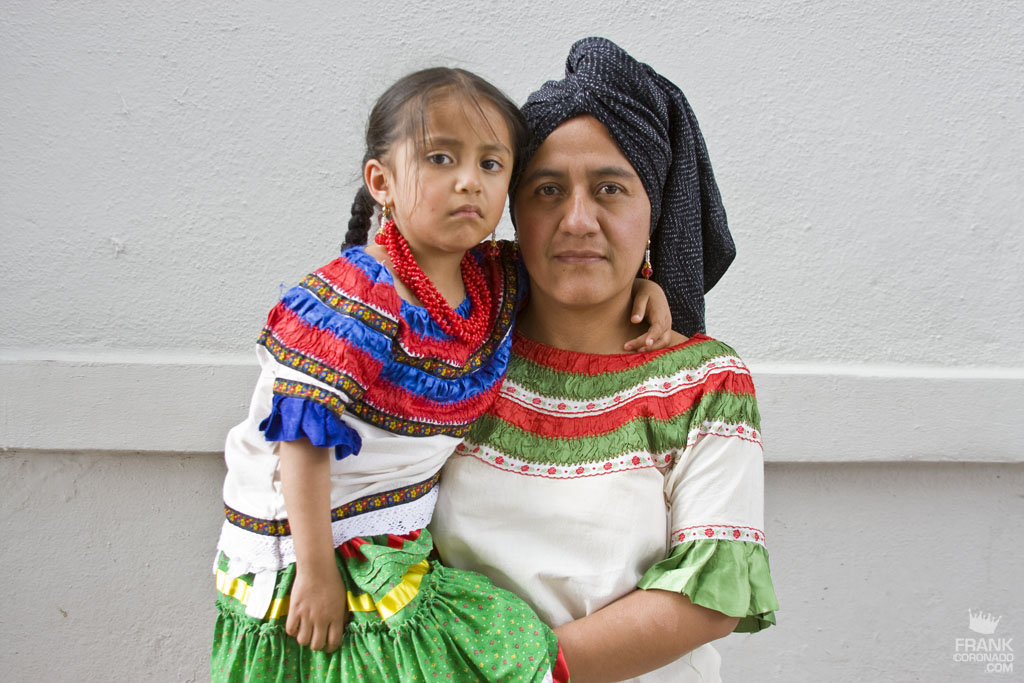 madre e hija de San Jerónimo Tecóatl oaxaca