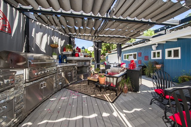 Gorgeous outdoor patio and covered kitchen :: OrganizingMadeFun.com